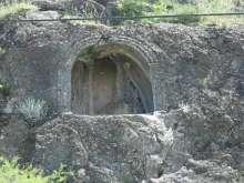 Emeri (Bağpınar) Köyü Kaya Mezarları